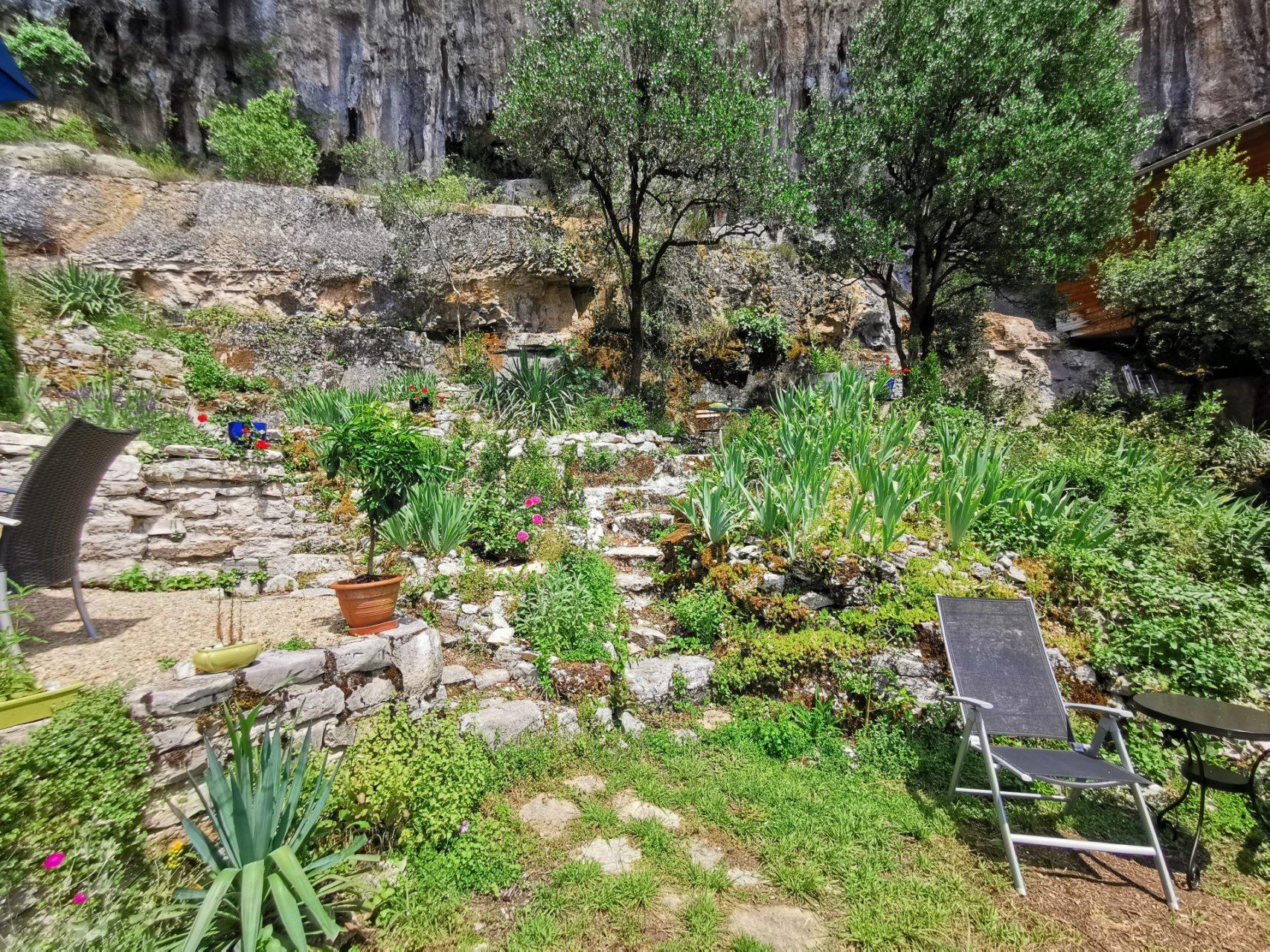 Location de vacances à Cabrerets - Gîtes un Jardin dans la Falaise